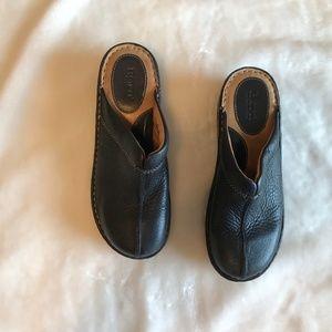 Born Black clogs 8